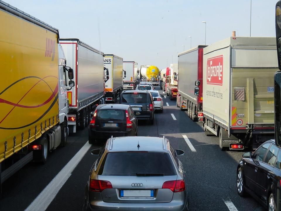 Сьогодні почали діяти нові штрафи за порушення при переміщенні транспортних засобів